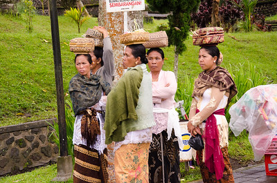 Souvenir sellers, Mother Temple, Bali
