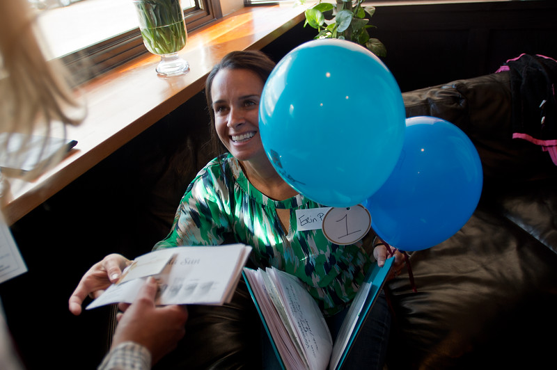 """Erin Pierce hands out prizes for the balloon raffle during Mesa Elementary's """"Denim and Bling"""" Spring Fling fundraiser at Under the Sun in Boulder. <br /> More photos:  <a href=""""http://www.dailycamera.com"""">http://www.dailycamera.com</a><br /> Autumn Parry/Staff Photographer<br /> April 24, 2016"""