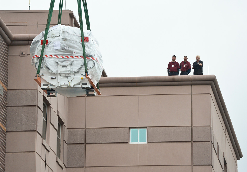 . LONGMONT, CO - OCTOBER 11: A new MRI machine is lifted over the roof of Longmont United Hospital Oct. 11, 2018 for its installation. The 11,500 pound unit is expected to be up and running by the middle of November (Photo by Lewis Geyer/Staff Photographer)