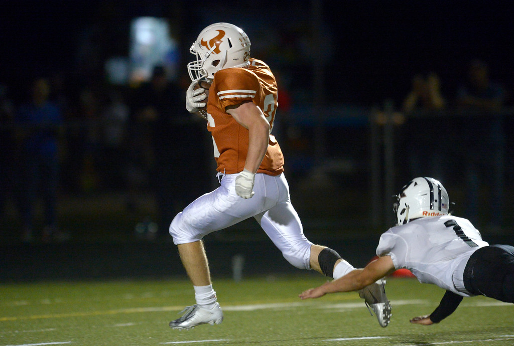. MEAD, CO - SEPTEMBER 14, 2018: Mead\'s Nathan Bailey outruns Roosevelt\'s Nick Wall to score his second touchdown in the second quarter at Mead High School Sep. 14. (Photo by Lewis Geyer/Staff Photographer)