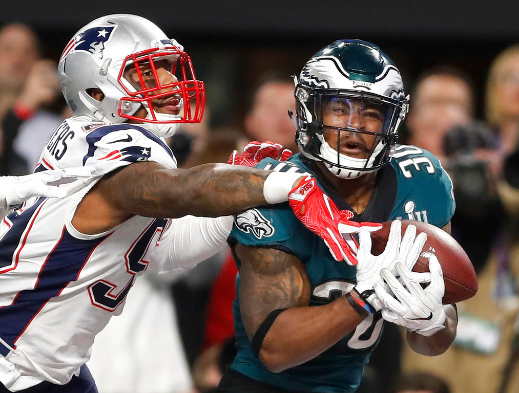 . Philadelphia Eagles\' Corey Clement, right, catches a touchdown pass in front of New England Patriots\' Marquis Flowers during the second half of the NFL Super Bowl 52 football game Sunday, Feb. 4, 2018, in Minneapolis. (AP Photo/Jeff Roberson)