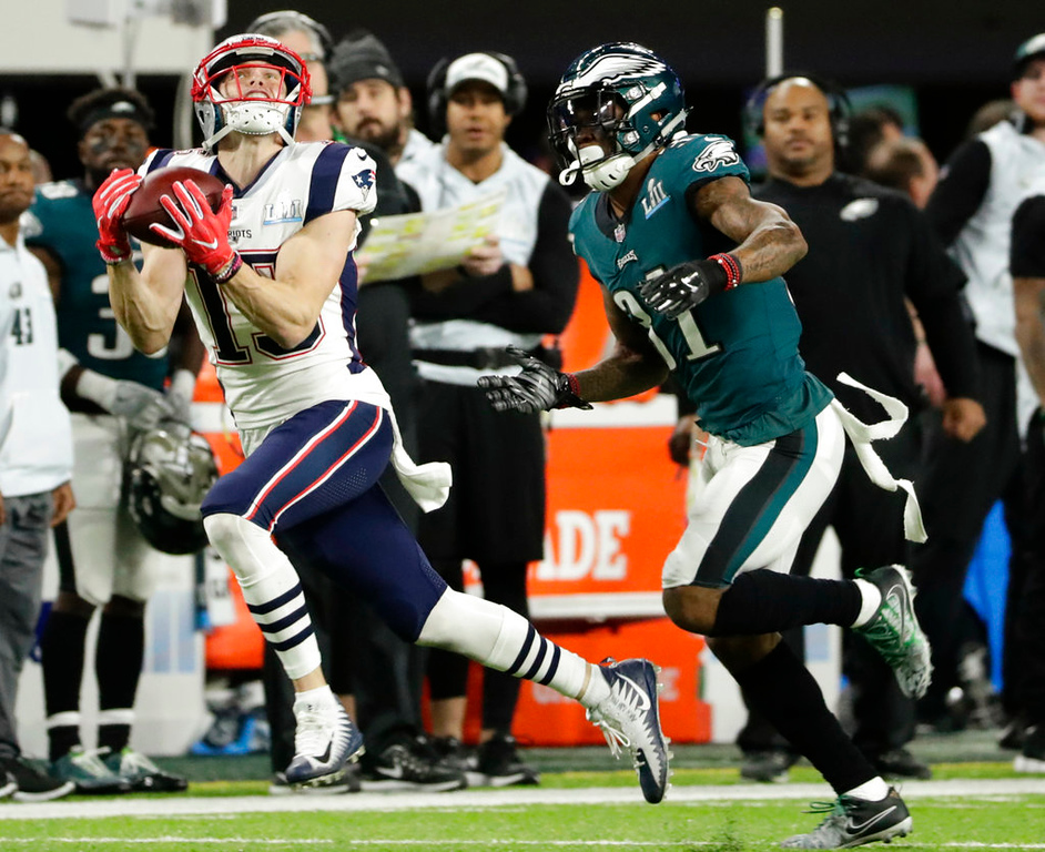 . New England Patriots wide receiver Chris Hogan (15) makes a catch against Philadelphia Eagles cornerback Jalen Mills (31), during the first half of the NFL Super Bowl 52 football game, Sunday, Feb. 4, 2018, in Minneapolis. (AP Photo/Frank Franklin II)