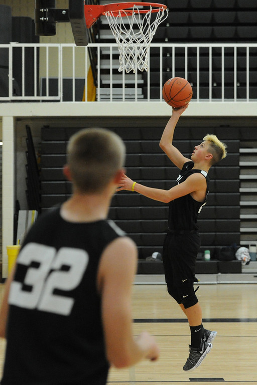 . Thompson Vallley\'s Hayden Ell goes up for a layup as teammate Darren Edwards (32) looks on during a recent practice at TVHS.
