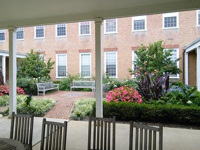 Benjamin Courtyard Garden 2014/10/10
