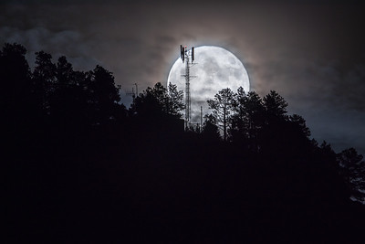 Full Hunter's Moon over Lookout Mountain