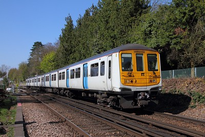 319011 on the 2B39 1442 London Blackfriars to Sevenoaks at Otford on the 8th April 2017