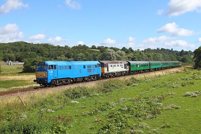31289+33063 on the 2J07 0945 Tunbridge Wells West to Eridge at Pokehill farm on the 4th August 2017 1