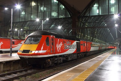 43274+43307 on the 1N33 2000 Kings Cross to Sunderland at Kings Cross on the 9th February 2017
