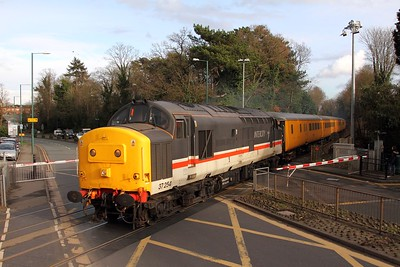 37254 tnt 37219 on the 1Q54 Eastleigh to Hither Green at Sunningdale heading twds Reading on 16th Feb 17