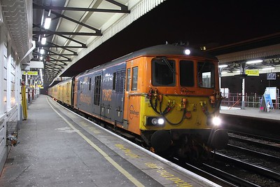 73962+73964 on the 1Q68 1744 Woking Up Yard to Dollands Moor at Clapham Junction on the 26th January 2017