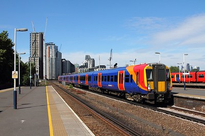 458530 on the 2R43 1545 Waterloo to Waterloo via Hounslow at Vauxhall on the 8th July 2017
