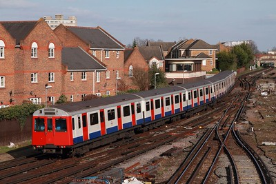 7032 departing Richmond with the 2O04 1313 Upminster to Upminster via Richmond district line service on the 2nd March 2017