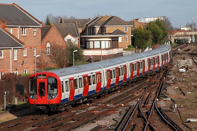 21518 arriving at Richmond with a district line service 2O07 1343 Upminster to Upminster via Richmond on the 2nd March 2017 1