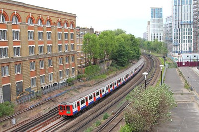 7007+7032 working Kensington Olympia to High Street Kensington away from Kensington O on the 7th May 2017