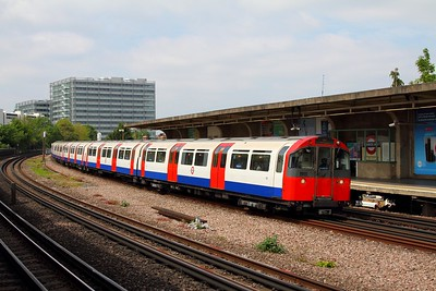 183 on an eastbound Piccadilly service at Chiswick Park on the 7th May 2017