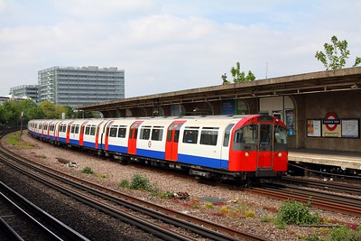199 front car leading an eastbound Piccadilly line service at Chiswick Park on 7th May 2017