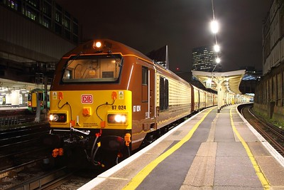 67024 tnt 67021 on the 5Y45 London Victoria to Stewarts Lane at London Victoria on the 2nd November 2017