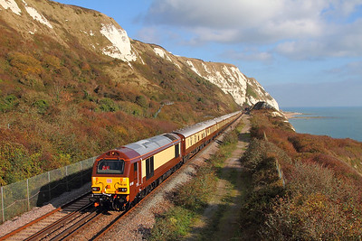 67021 tnt 67024 on the 1Y46 London Victoria to Folkestone West at Capel-le-Ferne on the 2nd November 2017 Jamie Squibbs