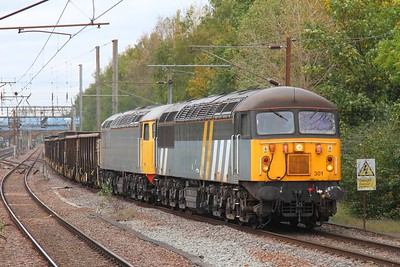 56301+56081 on the 6Z17 Foxton to Wembley at Finsbury Park on the 13th October 2017