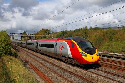 390011 on the 1B15 1050 Birmingham New Street to London Euston at Bourne End on the 9th September 2017