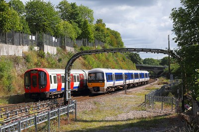 165032 on the 2B30 1227 London Marylebone to Aylesbury passes S stock 21324 at Chorleywood on the 9th September 2017