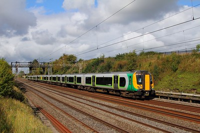 350123+350262 on the 2Y64 0954 Birmingham New Street to London Euston at Bourne End on the 9th September 2017
