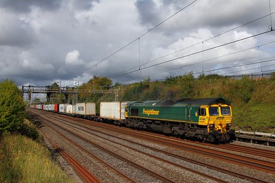 66520 on the 4L90 Lawley Street to Felixstowe at Bourne End on the 9th September 2017