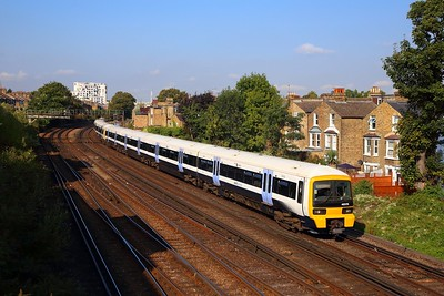 465176+465196 on the 2M34 0943 London Victoria to Bromley South at Shepherds Lane junction on the 31st August 2018