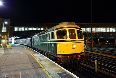 33012 on the 1Y52 Weymouth to Clapham junction at Clapham junction on the 23rd August 2018