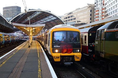 465904 on the 2K14 1942 London Victoria to Gillingham at London Victoria on the 31st August 2018