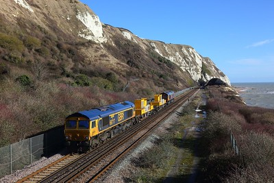 66717+66732 approach Abbotscliffe Tunnel at Capel le Ferne with 3Y74 Tonbridge West yard circular via Dover Priory on the 11th February 2018