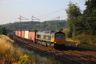 66740 on the 4M21 Felixstowe to Trafford Park at Old Linslade on the 14th July 2018