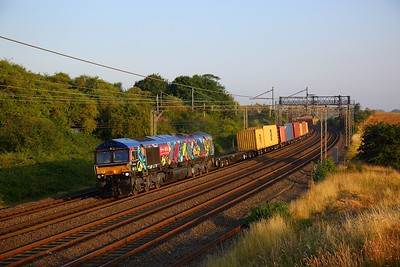 66718 on the 4L02 Hams Hall to Felixstowe at Old Linslade on the 14th July 2018