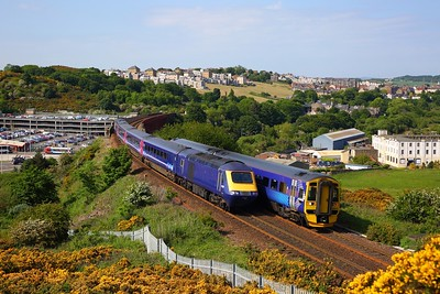 158869 on the 2G06 1539 Glenrothes with Thornton to Edinburgh passes 43135+43036 on 2W25 1607½ Haymarket to Glenrothes with Thornton at North Queensferry on the 8th June 2018