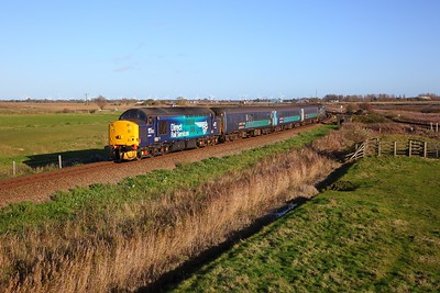 37716 tnt 37419 on the 2P21 1317 Great Yarmouth to Norwich at Breydon Water on the 13th November 2018