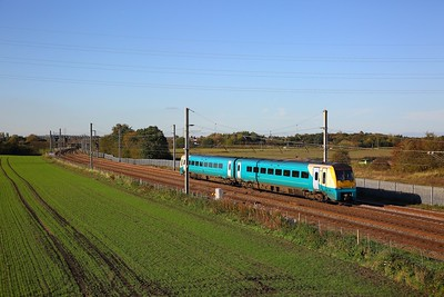 175009 on the 1D39 1437 Manchester Airport to Llandudno at Winwick junction on the 18th October 2018