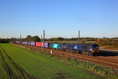 66425+88010 on the 4Z41 Mossend to Daventry at Winwick junction on the 18th October 2018  Nearly an hour late as the train was regulated because it was 66 hauled!