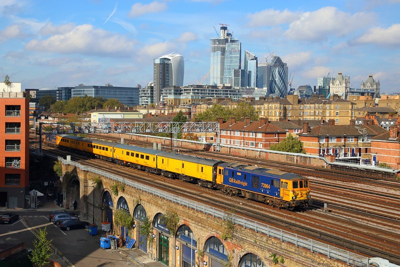 73964+73962 on the 1Q76 Tonbridge West yard to Grove Park via a tour of the Southern departing London Bridge on the 16th October 2018