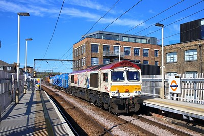 66721 tnt 66726 on the 3S81 1032 Whitemoor to Broxbourne at Kentish Town West on the 27th September 2018