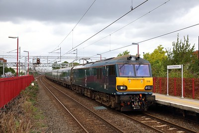 92018 on the 5M11 Preston to Wembley at Harrow & Wealdstone on the 9th August 2019  The train was caped at Preston due to stock fault