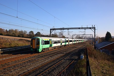 377201+377215 on the 5O39 1157 Watford Junction to Watford Junction about to stop here and reverse at Bourne End on the 20th January 2019