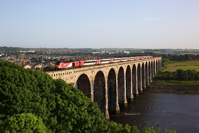 43319+43257 on the 1W22 1W22 1500 London Kings Cross to Edinburgh (Caped to Stirling due to brake issues) at Royal Borders bridge, Berwick upon Tweed on 28th June 2019