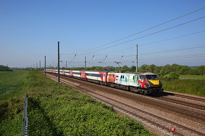 91111 on the 1D06 0833 London Kings Cross to Leeds at Great Paxton on the 24th May 2019