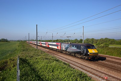 91110 on the 1A06 0640 Leeds to London Kings Cross at Great Paxton on the 24th May 2019