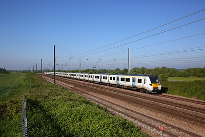 700125 on the 9J10 0607 Three Bridges to Peterborough at Great Paxton on the 24th May 2019