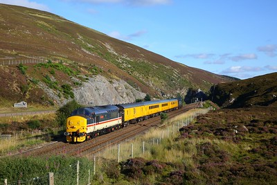 37419 tnt 37405 on the 1Q77 Inverness to Mossend at Slochd on the 7th September 2019