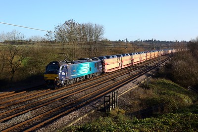 88004 powering the 6X43 Dagenham to Garston at Chelmscote on 17 December 2020  Class88, DRS, WCMLSouth