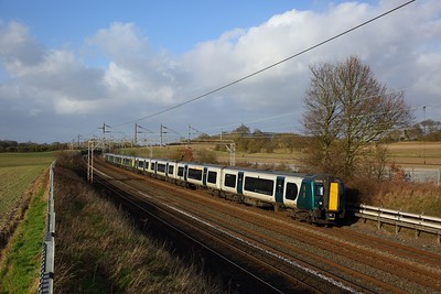 350252+350114 on the 2T28 1356 Tring to London Euston at Cow Roast on the 1st February 2020