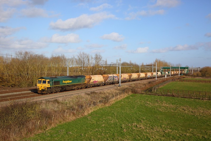 66613 on the 6B91 Hayes to Stoke Gifford at Denchworth on the 8th February 2020