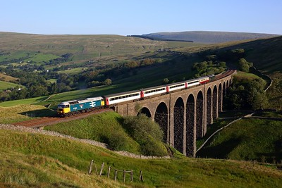 47593 tnt 37521 working 5Z40 Appleby to Skipton ECS at Arten Gill viaduct on 31 July 2020